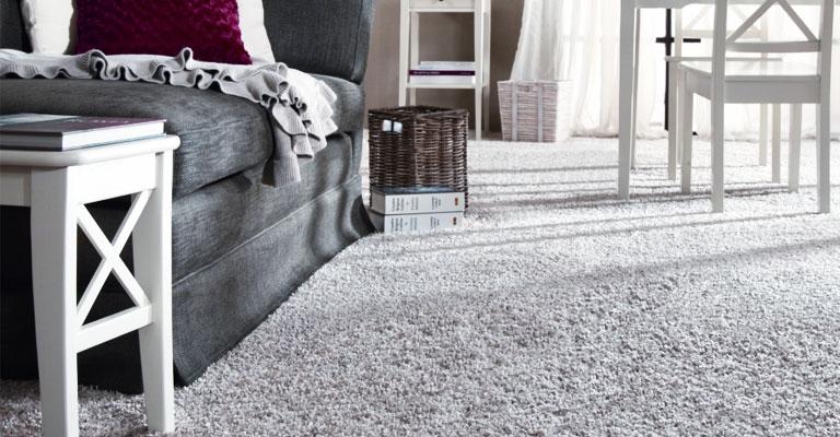 Svijetli tepih za dnevnu sobu